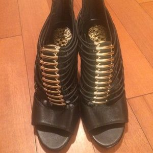 Vince Camuto black and gold leather heels size 6